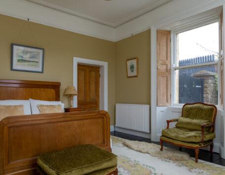 Double en-suite room with Queen size bed on ground floor